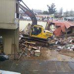 Demolición de estructura dañada.